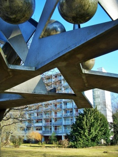 Sculpture by Hans Uhlmann with Oscar Niemeyer Haus